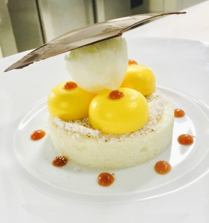 Sphère Scintillante de Citron,  Mousse de Lait aux Dragées, Caramel au Beurre Salé