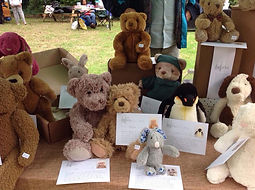 Bernays 2018 - Loved Before Display Table Second Hand Soft Toys