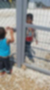 Musli con un bambino Siriano