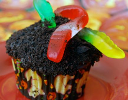 Halloween Gummy Worm Cupcakes!