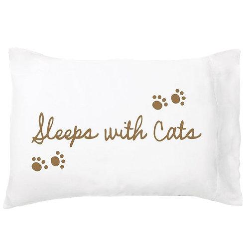 'Sleeps With Cats' Dreamy Pillowcase - Single