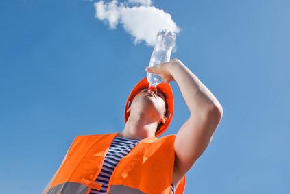 Czy wiesz jak zapewnić odpowiednie warunki pracy w sezonie letnim?