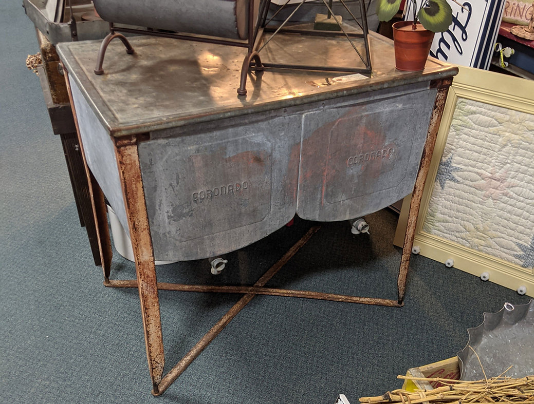 antique-washstand-decorating-antiques.jpg