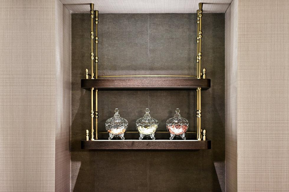 4LB - arrival - mini bar hanging shelve.