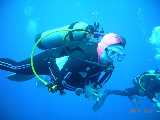 Scuba diver enjoying a leisure dive in Cozumel