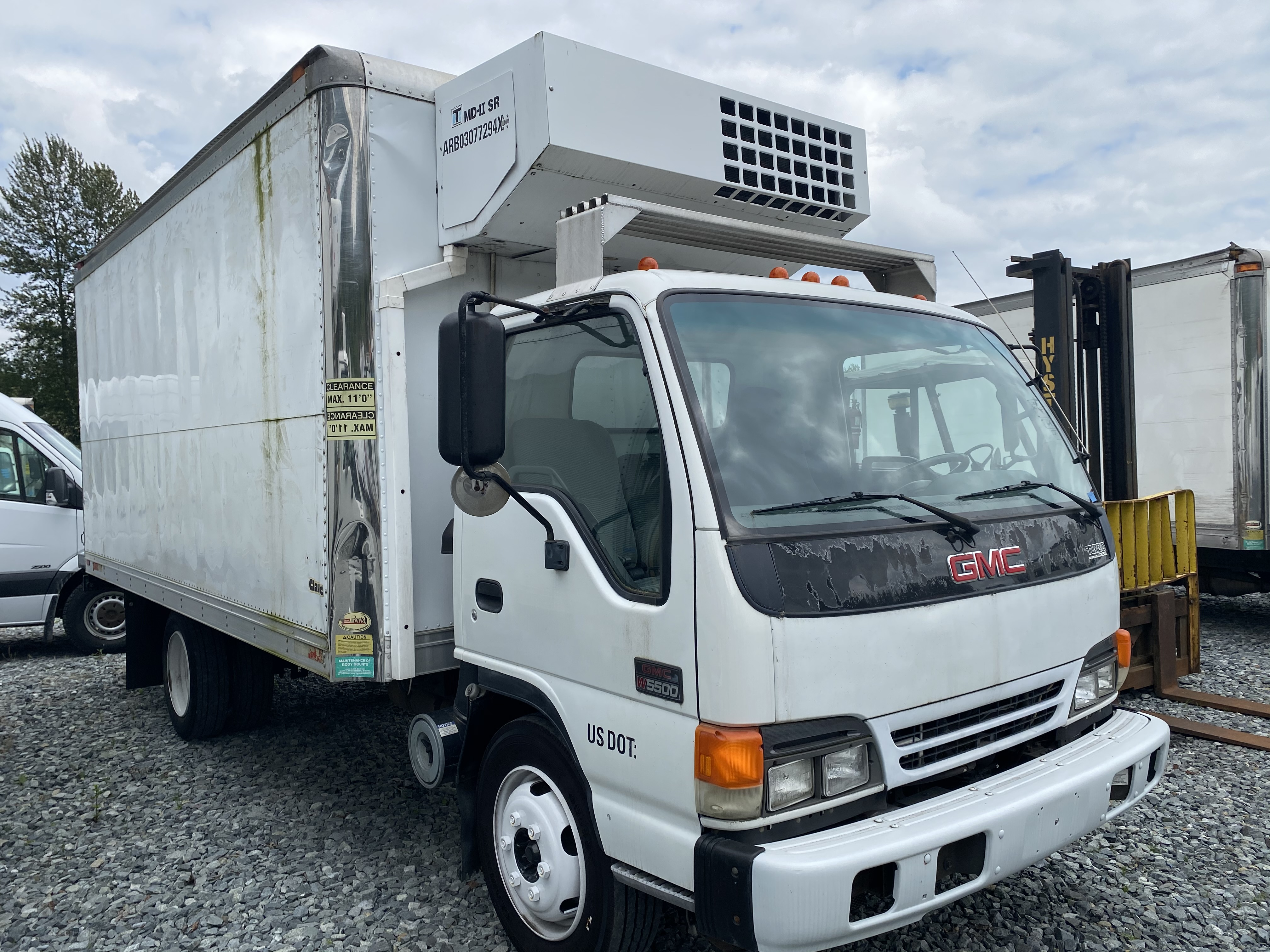 2004 GMC W5500 16' Reefer