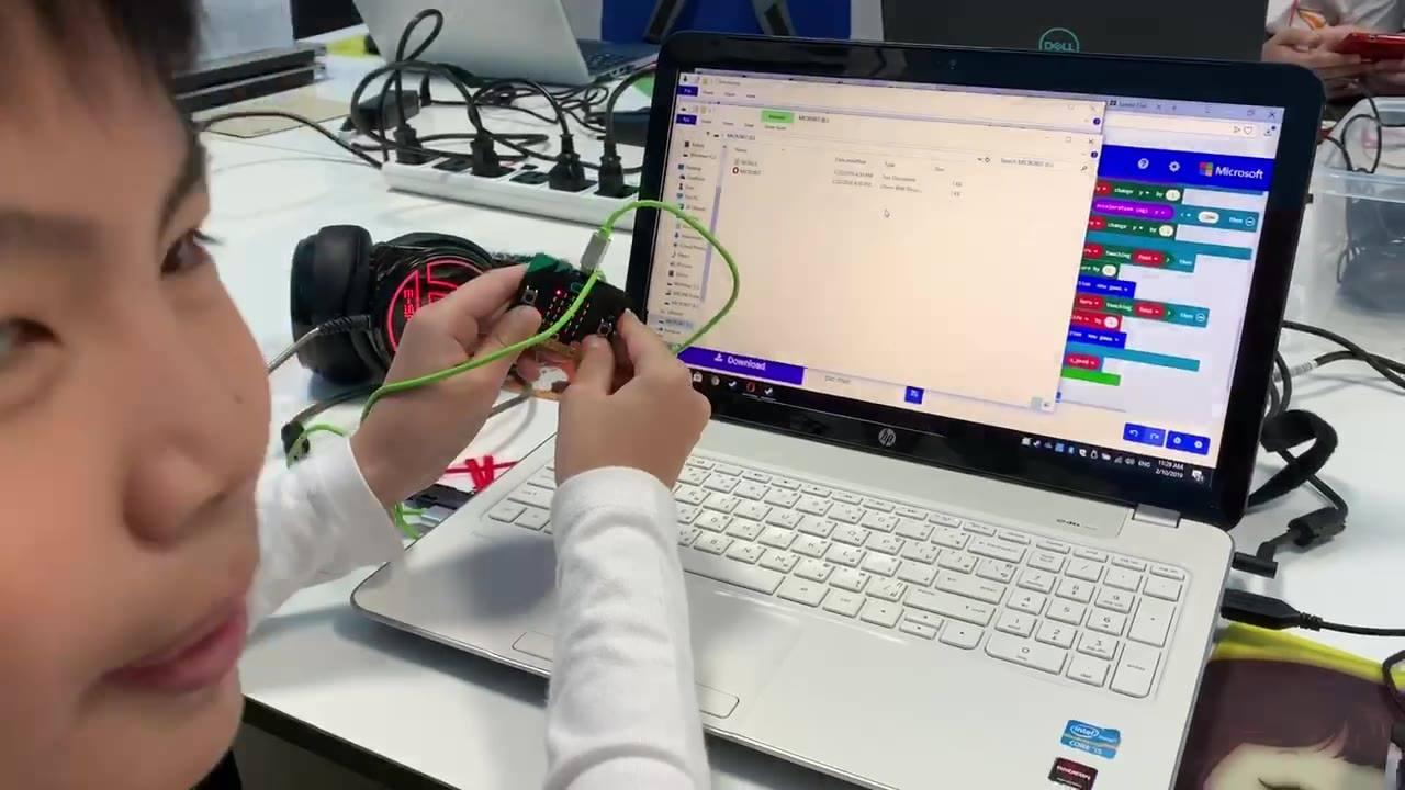 เด็กๆสร้างเกม Pac-man ด้วย Micro:bit