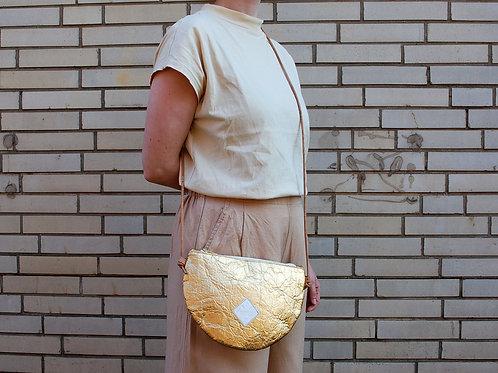 "Handtasche ""Moonbag"", compact, Piñatex™ gold"