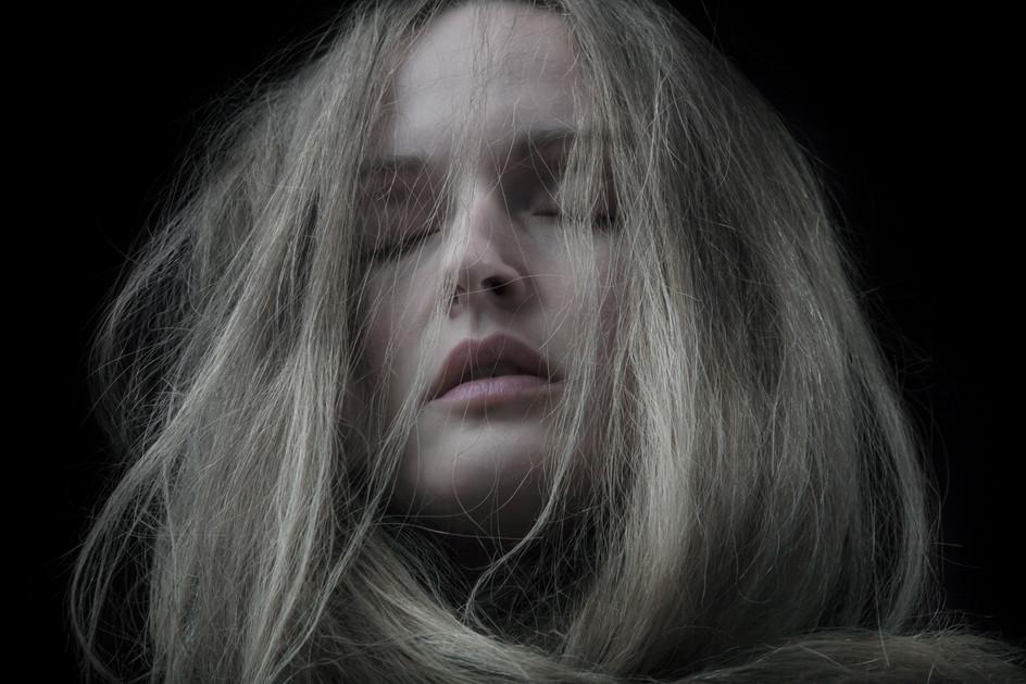 Moonlight upon my throat (2013)