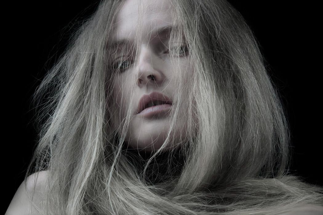 Arrayed in pearl, blushing illuminate (2013)