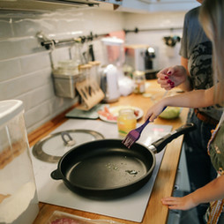little-girl-cooking-1684032.jpg