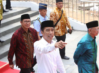 Jokowi Temani Cucunya Potong Rambut di Grand Indonesia