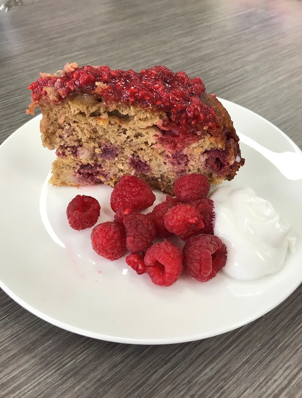 healthy banana cake, raspberries, healthy baking Low in gluten, dairy free, nut free and refined sugar free