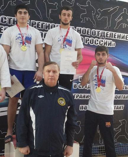 Чемпионы России с тренером_edited.jpg