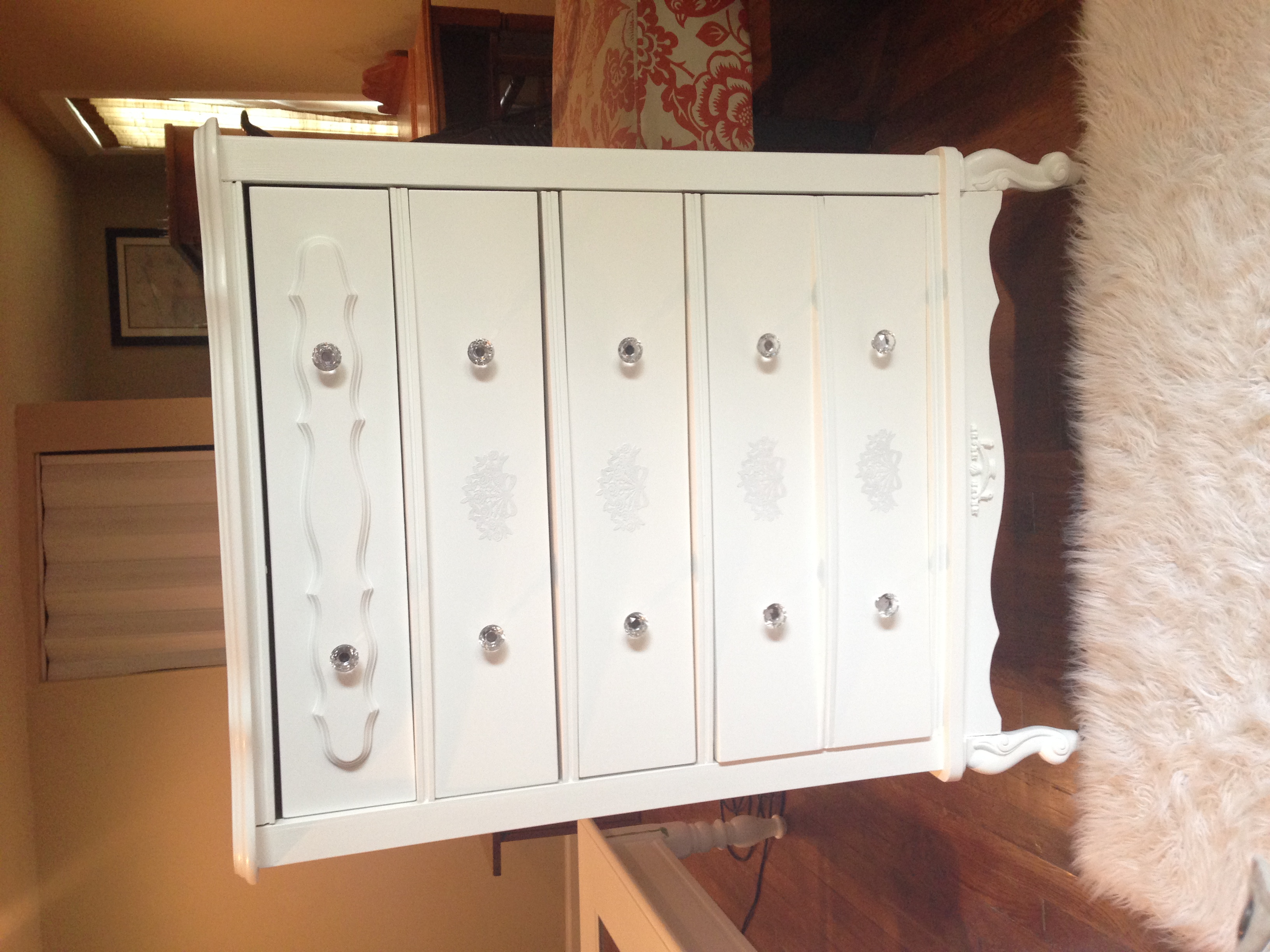 Vintage White Royal Chest