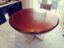 Broyhill Farmhouse Table in Warm Amber
