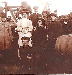La mère de Rouben Melik sur le bateau avec les voyageurs 1920