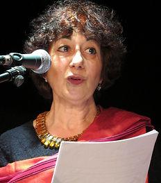 Nathalie  lit un poème