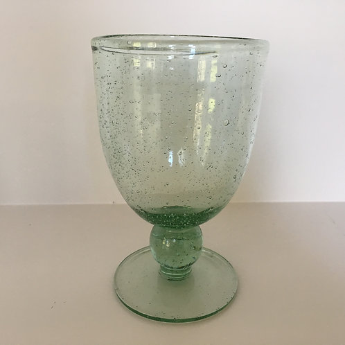 Standing glass with bubbles green