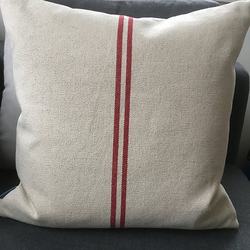 Cushion 'ligne rouge'