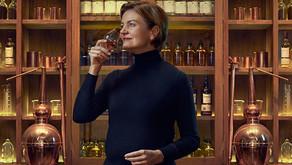 Stéphanie Macleod pour la promotion des femmes de Scotch.