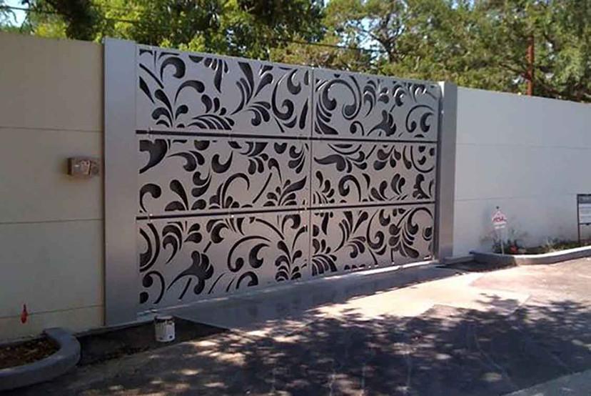 Portail décoratif alluminium brossé