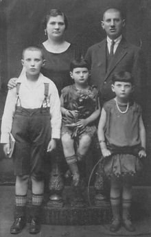 Mira (centre) and family before the war.