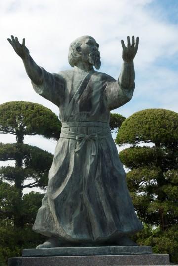 statue-morihei-ueshiba-360x538