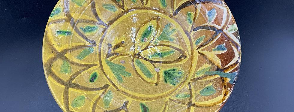 Pakistan Multan, Ancien Plat en Terre-cuite vernissée à décor floral polychrome