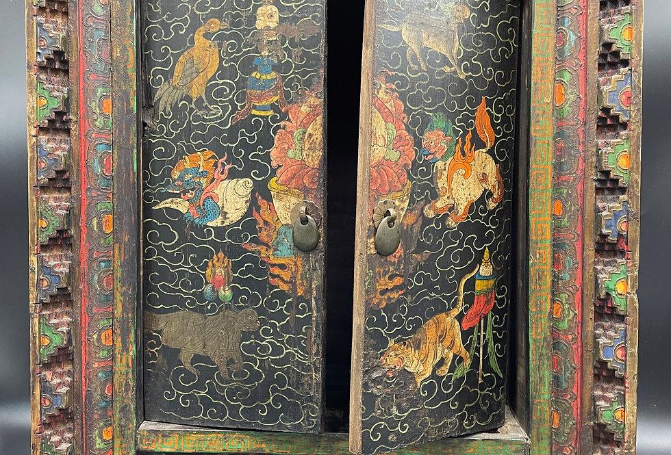 Tibet, petite armoire peinte dans son jus vers 1930