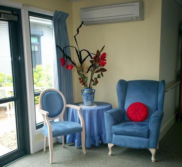 https://www2.health.vic.gov.au/-/media/health/images/ageing-and-aged-care/dementia-friendly-environments/dfe-corner-furniture.jpg?h=331&w=360&hash=680C5A581E82251A3A8EB7B05127BA8D11587AF5&hash=680C5A581E82251A3A8EB7B05127BA8D11587AF5&la=en
