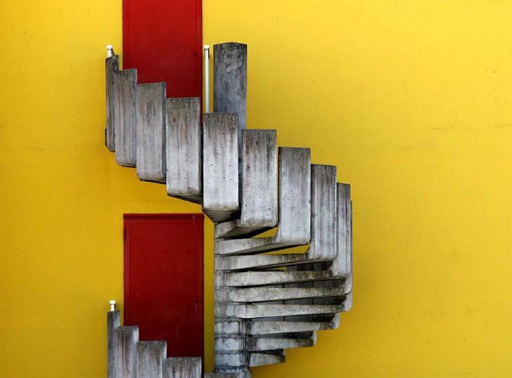 https://cdn3.miragestudio7.com/wp-content/uploads/2013/10/france-creative-stairs-corbusier.jpg