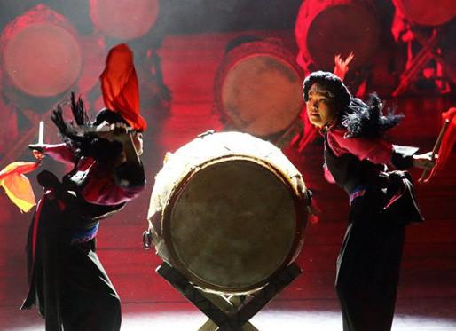 Dynamic Yunnan Dance Performance