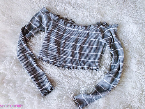 grey and white long sleeve crop top