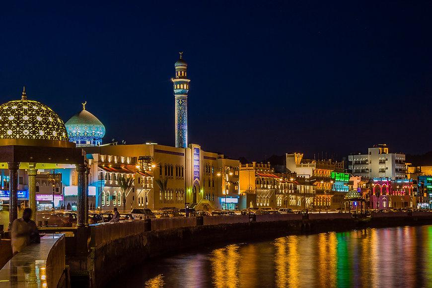 Night-view-of-the-corniche-in-Muscat-Oma