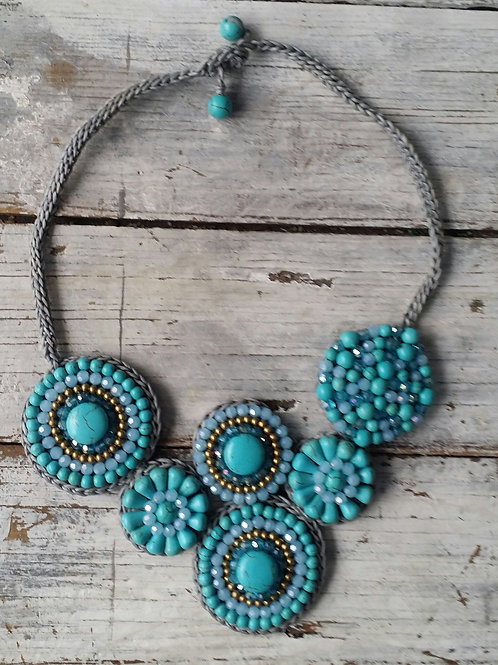 Stylin' turquoise circle necklace