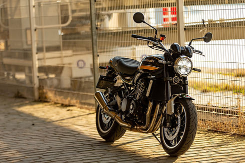 21MY_Z900RS_GN1_Lifestyle (23).jpg