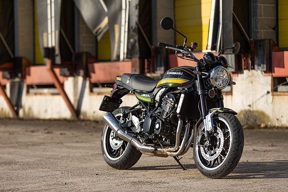 21MY_Z900RS_GN1_Lifestyle (5).jpg