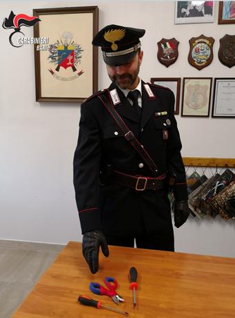 Putignano: sorpresi dai Carabinieri mentre tentavano di asportare un furgone
