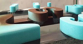 Izdelava in montaža napisov, tabel