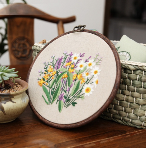 "Embroidery Kit "" Green Fields 2"" 8 ""+ 1 Item sorpresa"