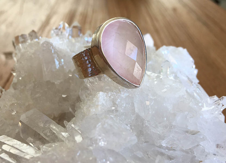 ROSE QUARTZ PEAR RING