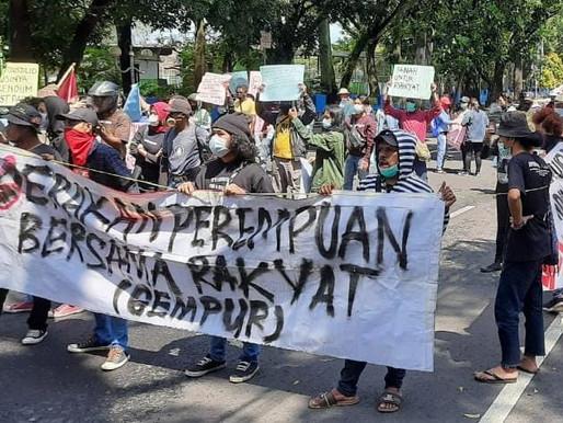 DEMO GABUNGAN MAHASISWA DI MALANG KOTA DIBUBARKAN KARENA LANGGAR PROKES DAN MERUSAK MOBIL POLISI