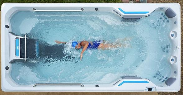 endless-pool-swim-spa-E500-wet-overhead-