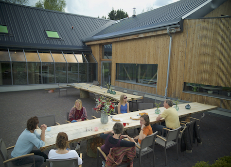 Am Our retreat terras groep