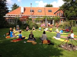 Schouw yoga tuin