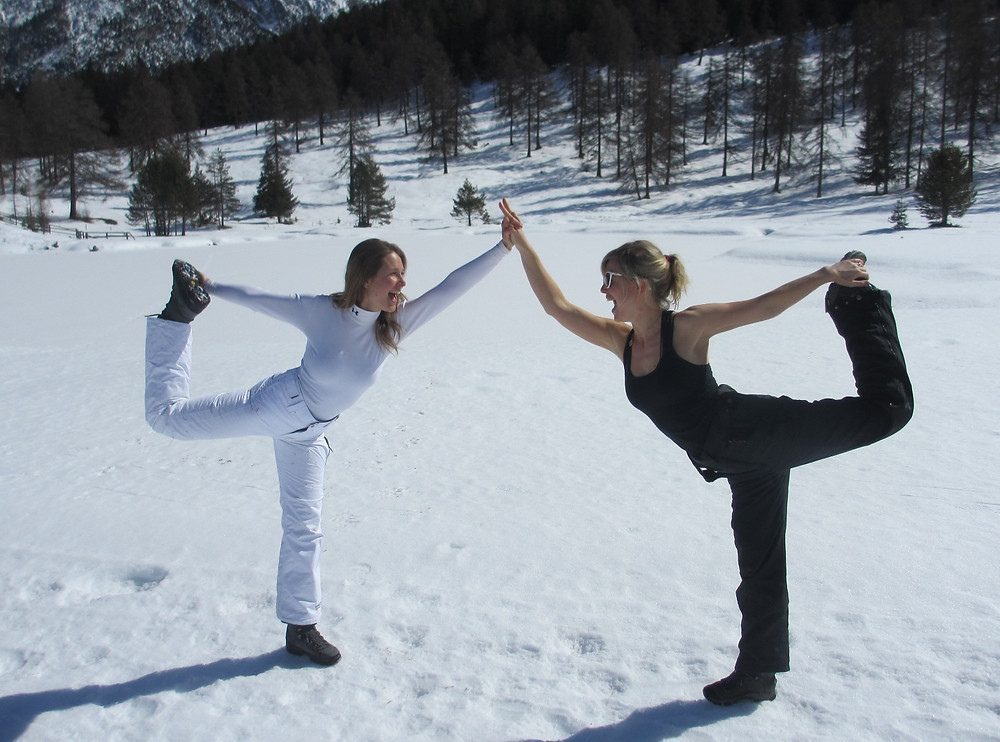 Yoga in de sneeuw - Trix van Hest - FIT body & mind