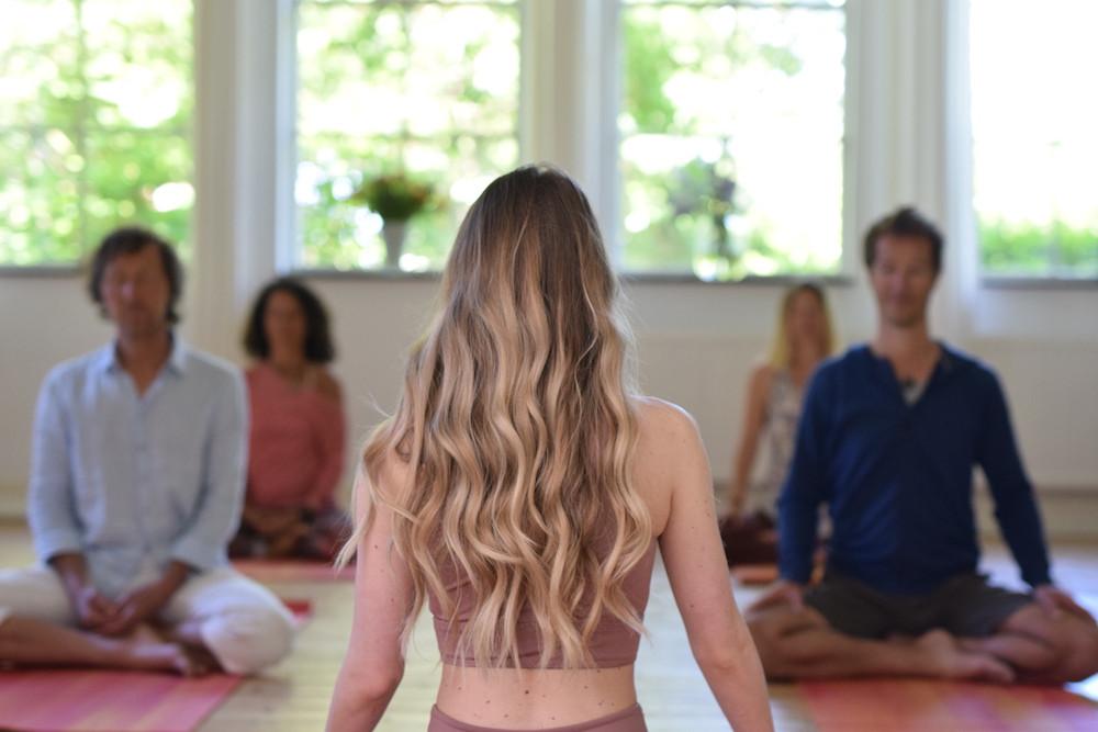 DSC_0182 witte zaal 1,5m yoga.JPG
