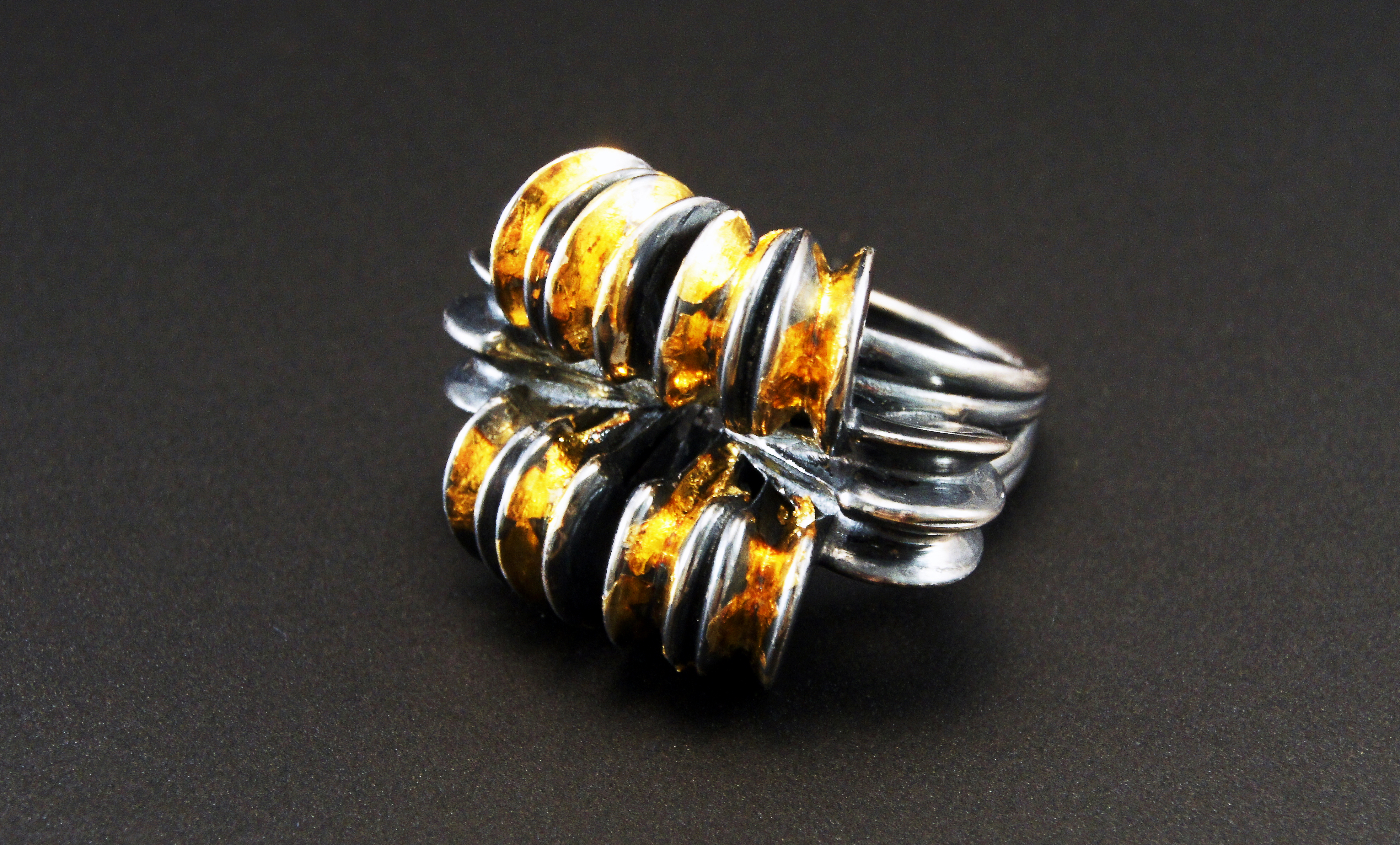 Sway ring black & gold