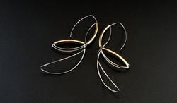 Golden lining earrings IV